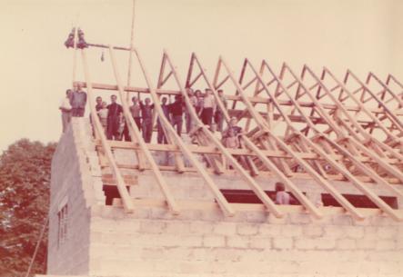 Budowa konstrukcji dachu